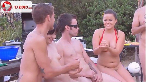 Bucetas gosadas de novinhas putas durante uma suruba