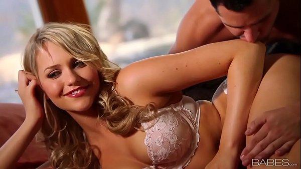 Filme porno em HD de loirinha rabuda fodendo