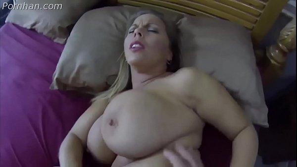 Morena rabuda quente e safada transando com seu macho dotado