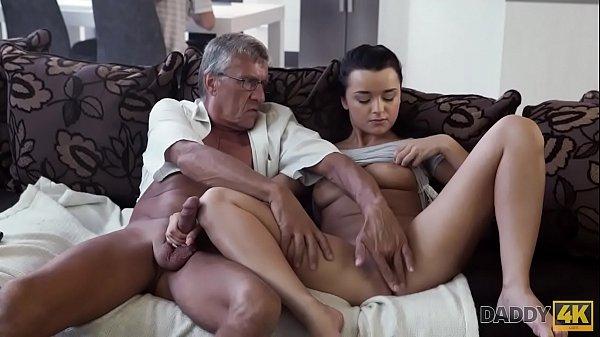 Sexo lento e gostoso com novinha safada cheia de tesão