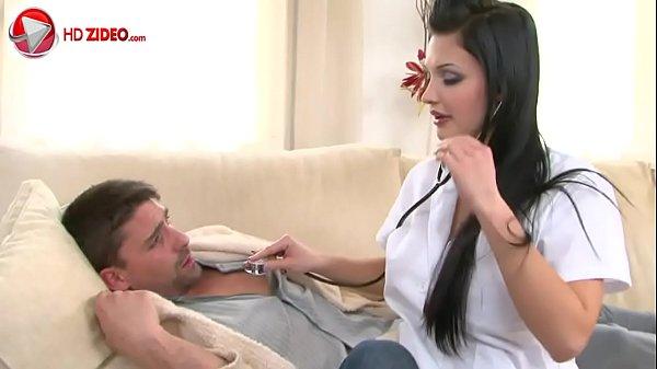 Transando com médica gostosa de peitos grandes