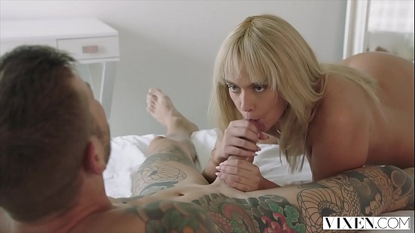 Video de sexo gringo com loirinha novinha safada