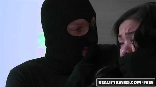Novinha peituda safada fodendo com um ladrão