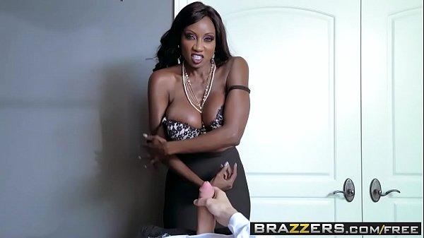 Porno de negra gostosa transando com novinho