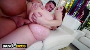 Porn hun vizinho metendo na buceta rosada da branquinha