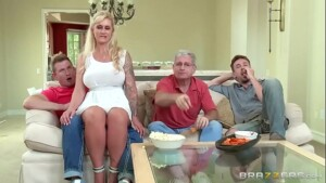 Familia incestuosa fodendo a loira gostosa do corno