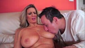 Incesto real com mãe gostosa dando buceta