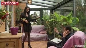 Mulher francesa gostosa dando pra dois safados