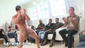 Festa com gays pelados botando passivos pra mamar