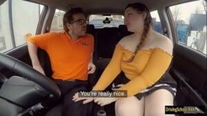 Fodendo gorda safada e gostosa dentro do táxi