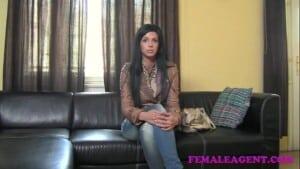 Lésbicas na entrevista de emprego fodendo gostoso