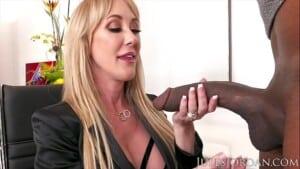 Loira madura fazendo pornô com negro do pau gigante
