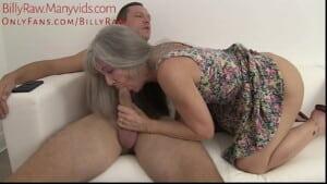 Velha magrela safada fazendo sexo com seu filho